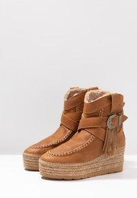 Vidorreta - DAKOTA - Wedge Ankle Boots - camel - 4