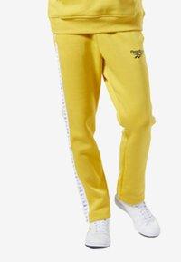 Reebok Classic - CLASSICS VECTOR JOGGER PANTS - Tracksuit bottoms - toxic yellow - 1
