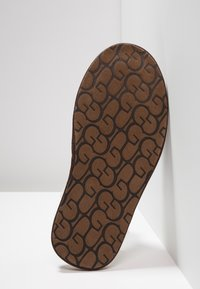 UGG - SCUFF - Slippers - brown - 4