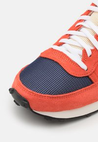 Nike Sportswear - CHALLENGER OG UNISEX - Trainers - team orange/midnight navy/turf orange - 5