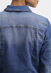 Noisy May - NMDEBRA  - Giacca di jeans - medium blue denim