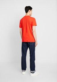 Lacoste - T-shirts basic - corrida - 2