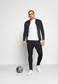 Nike Performance - DRY ACADEMY SUIT SET - Chándal - black/green strike - 1