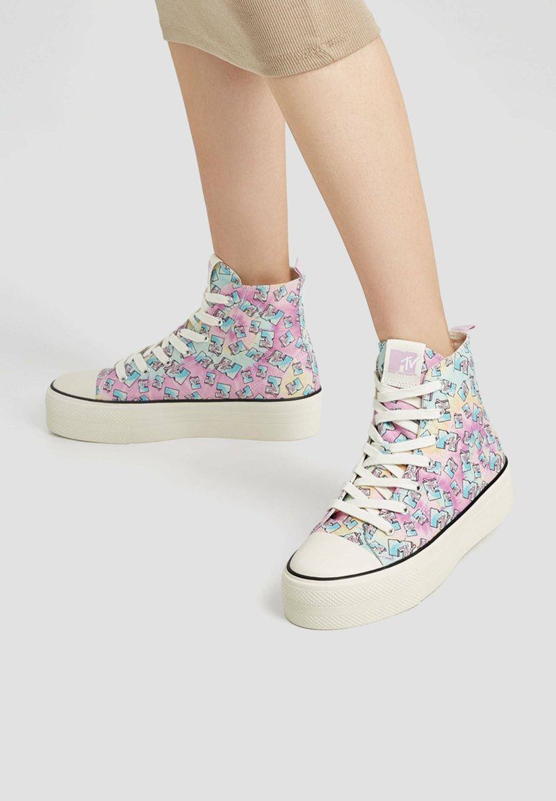 PULL&BEAR - Baskets montantes - multi coloured