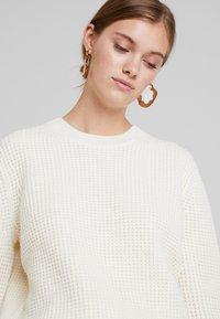 Calvin Klein - TEXTURE CREW NECK - Jumper - white - 3