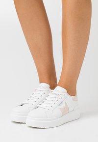 Refresh - Sneakers basse - nude - 0