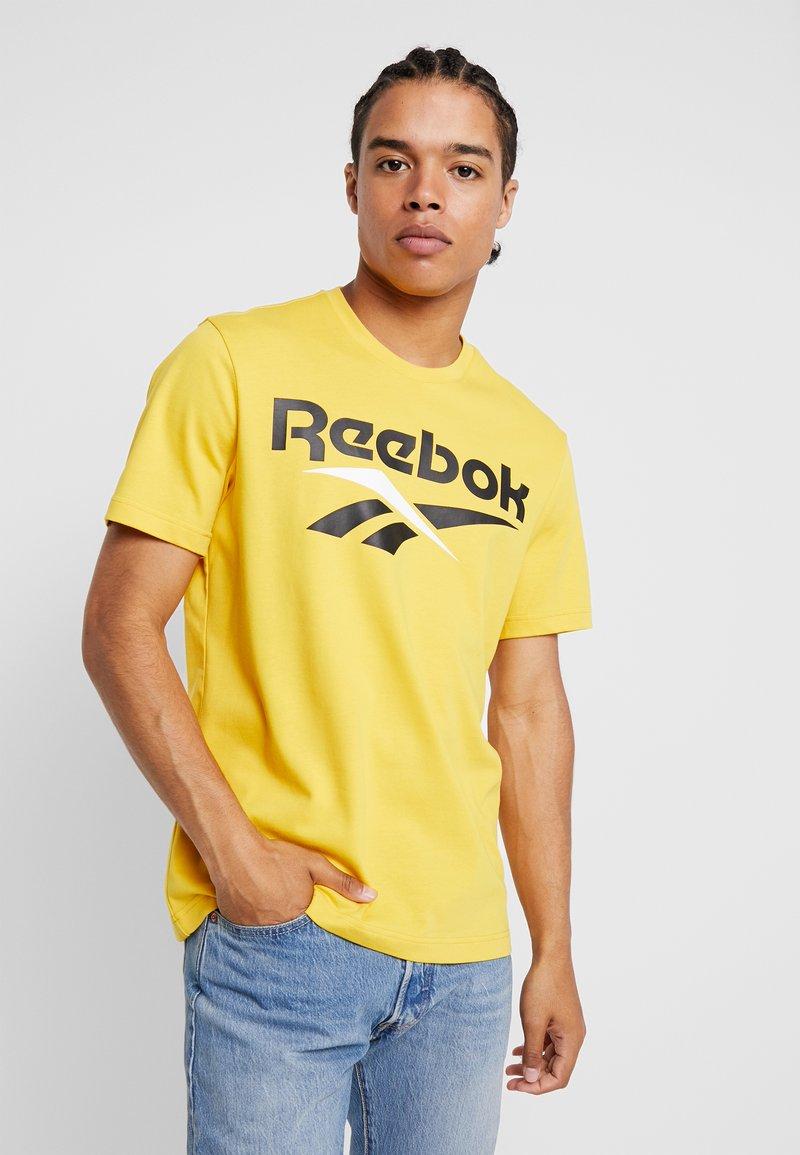 Reebok Classic - VECTOR TEE PRINT - Print T-shirt - toxic yellow