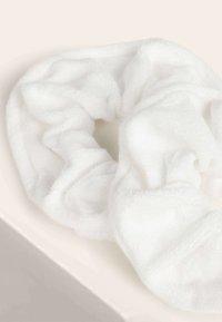 OYSHO - Headscarf - white - 5