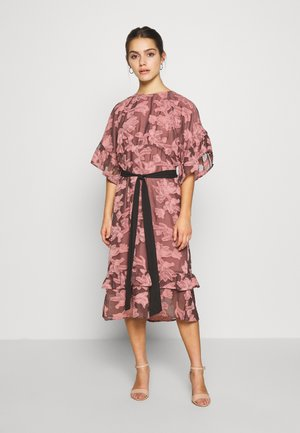 FRILL TEXTURED DRESS WITH BELT - Kjole - pink