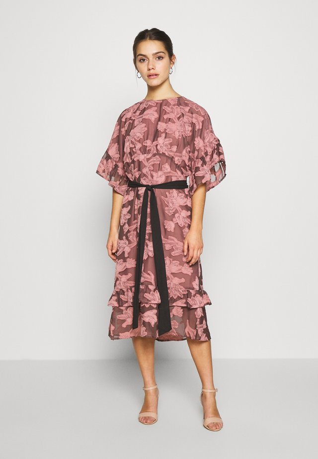 FRILL TEXTURED DRESS WITH BELT - Day dress - pink