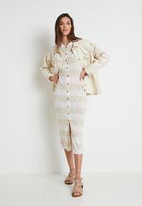 Lounge Nine - TALIALN  - Pletené šaty - linen melange - 2