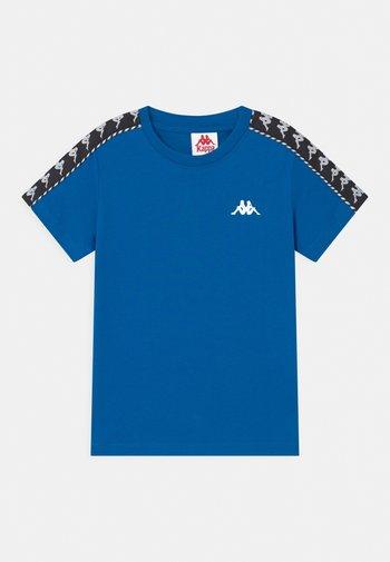 ILYAS UNISEX - Print T-shirt - skydiver