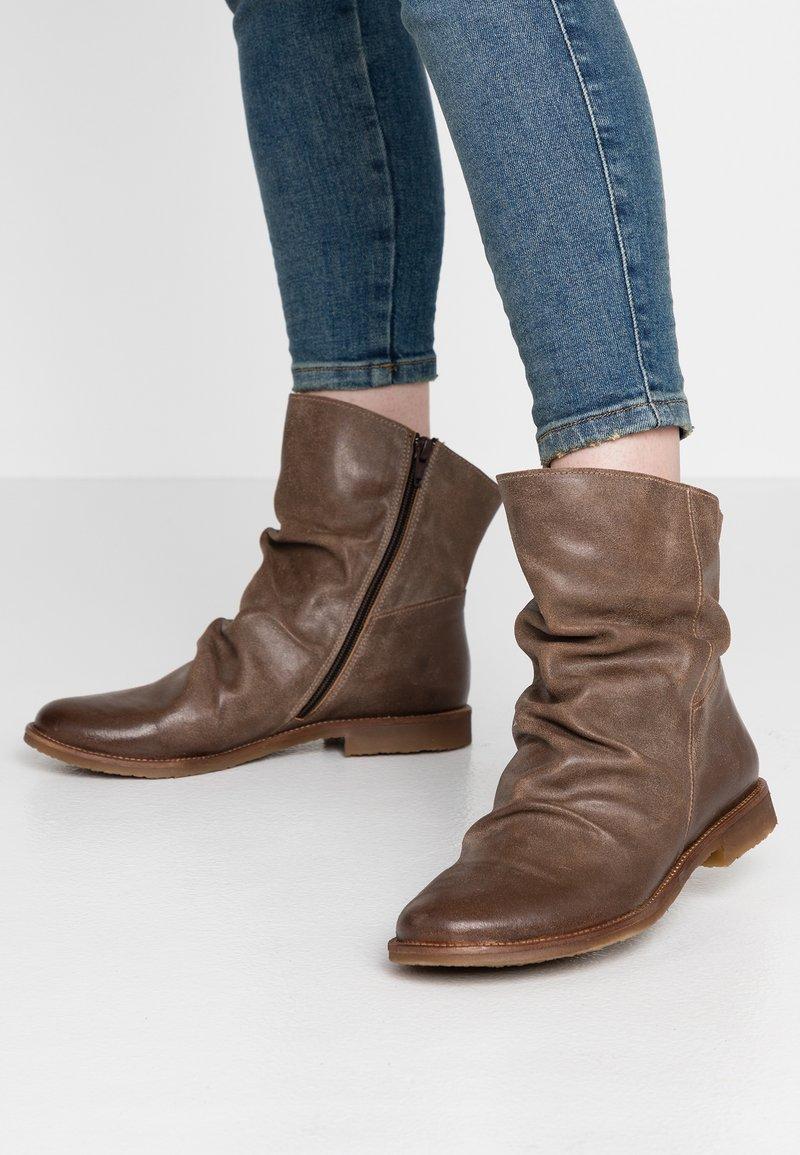 Felmini Wide Fit - CLASH - Classic ankle boots - zenia camel
