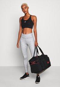 Nike Performance - UTILITY M DUFF - Sports bag - black/track red - 1
