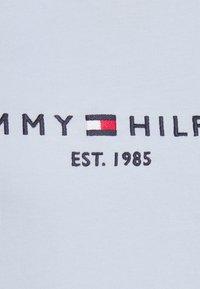 Tommy Hilfiger - REGULAR HILFIGER TEE  - Basic T-shirt - blue - 5