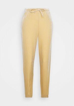 PCGIGI PANTS - Pantaloni sportivi - warm sand