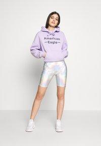 American Eagle - IRIDESCENT  - Shorts - silver - 1