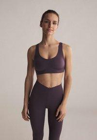 OYSHO - Sports bra - dark purple - 0