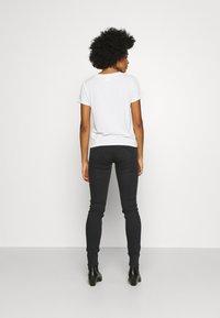 Lee - SCARLETT BODY OPTIX - Jeans Skinny Fit - black denim - 2
