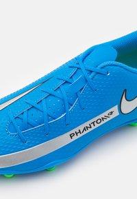 Nike Performance - PHANTOM GT CLUB FG/MG - Scarpe da calcetto con tacchetti - photo blue/metallic silver/rage green - 5
