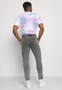 The Couture Club - COUTURE WAVE PRINT RELAXED JOGGER - Tracksuit bottoms - grey acid wash - 2