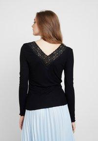 Pieces - PCSIRI - T-shirt à manches longues - black - 2