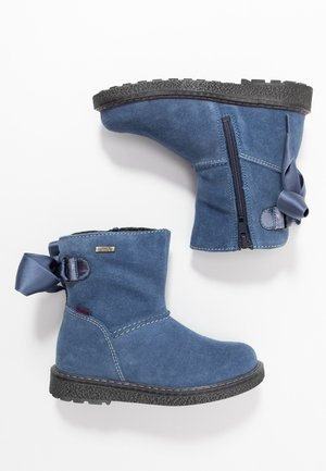 Winter boots - river