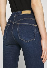 PULL&BEAR - PUSH UP - Jeans Skinny Fit - mottled dark blue - 5