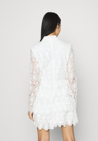NA-KD - EMBROIDERED FLOUNCE DRESS - Cocktailkjole - white - 2