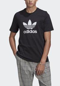 adidas Originals - TREFOIL UNISEX - T-shirts print - black/white - 3