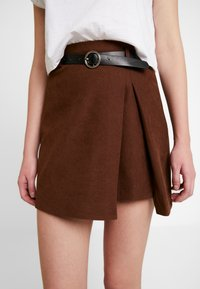 Lost Ink - PLEAT DETAIL BELTED MINI SKIRT - A-line skjørt - brown - 5