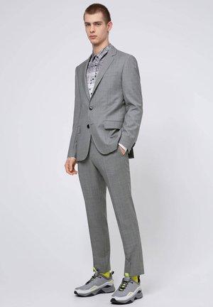 """""""HENRY/GRIFFIN"""" - Suit - grau (13)"""