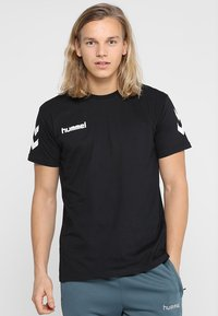 Hummel - Print T-shirt - black - 0