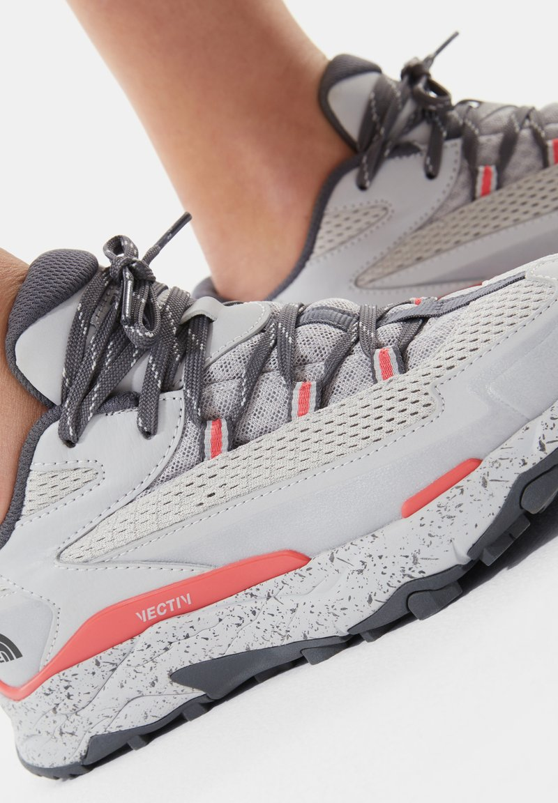 The North Face - TARAVAL - Hiking shoes - microchip grey/fiesta red