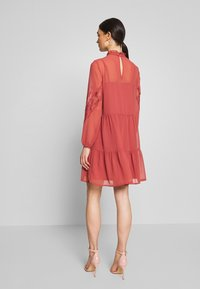 Vero Moda - VMINGEBORG SHORT DRESS - Robe d'été - marsala - 2