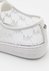 MICHAEL Michael Kors - OLIVIA LACE UP - Sneakers laag - optic white - 6