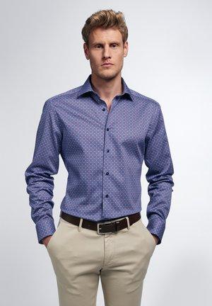 SLIM FIT - Overhemd - blau/pink