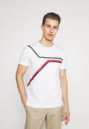 SPLIT CHEST STRIPE TEE - T-shirt med print - white