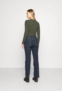GAP - V BOOT PEARL - Bootcut jeans - dark rinse - 2