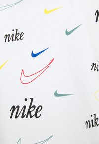 Nike Sportswear - TEE - T-shirt med print - white - 2