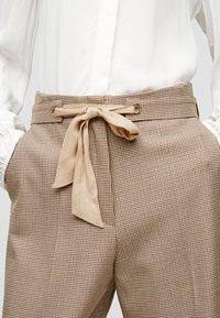 s.Oliver BLACK LABEL - Trousers - beige checks - 3