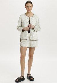 Soaked in Luxury - SLBANKS - Light jacket - viol print whisper white - 1