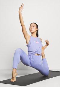 Nike Performance - DRY TANK YOGA - Camiseta de deporte - light thistle - 1