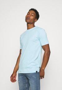 Newport Bay Sailing Club - CORE 3 PACK - Basic T-shirt - off white/stone/light blue - 4