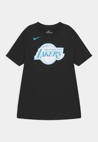 Nike Performance - NBA CITY EDITION LA LAKERS LOGO TEE UNISEX - Klubové oblečení - black - 0