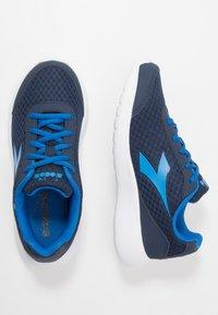 Diadora - ROBIN - Neutral running shoes - classic navy/royal - 0
