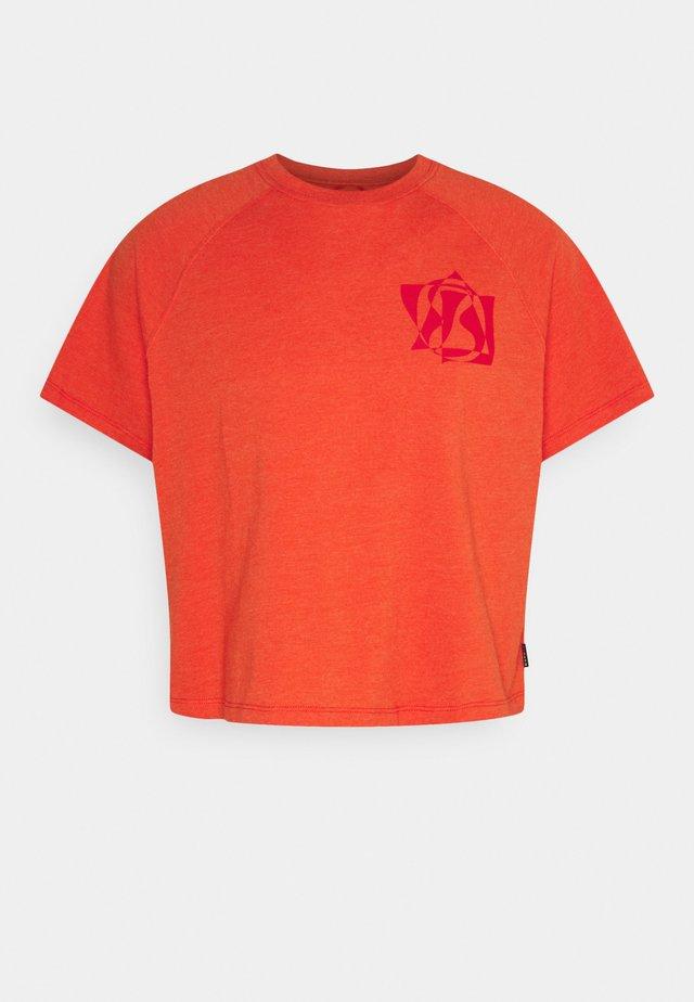 RAGLAN TEE UNISEX - Print T-shirt - bright poppy heather