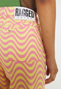 The Ragged Priest - WAVE - Relaxed fit jeans - pink/yellow - 5
