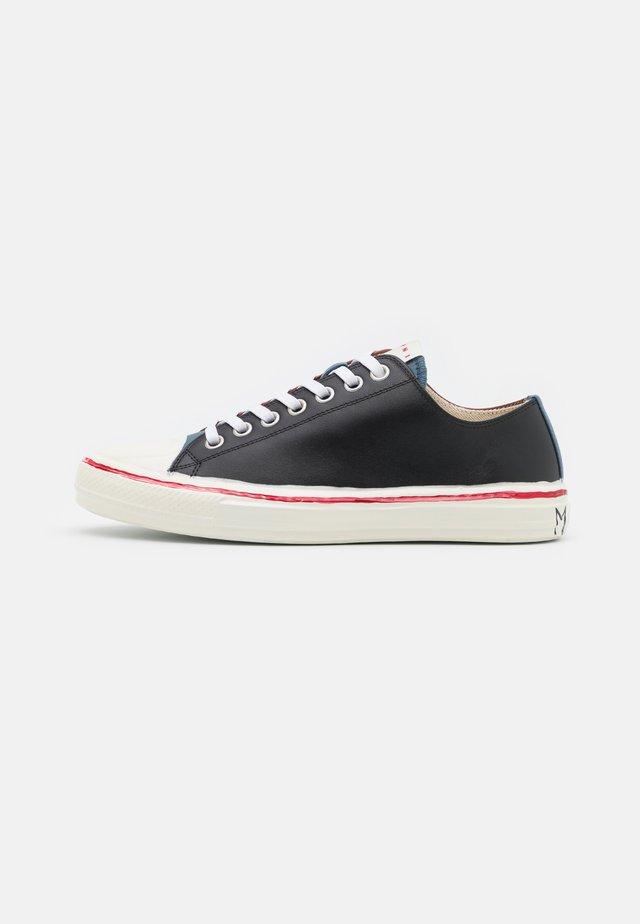 TOP GOOYE - Sneakers - black/smoke blu/cognac
