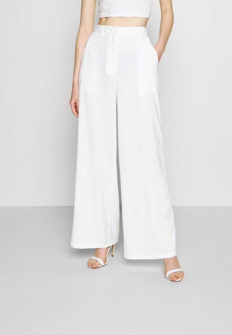 Glamorous - STUDIO WIDE LEG TROUSERS - Trousers - offwhite